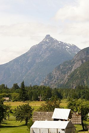 English: view of Firvale and Saloompt Mountain...