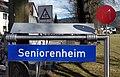 Benediktbeuern, Mitfahrerbank, Zielschilder, 1.jpeg