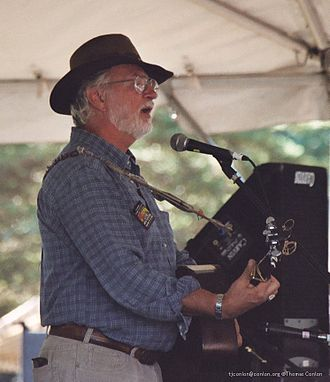 Bill Staines - At the Pawtucket Arts Festival, 2004. Photo by Thom C.