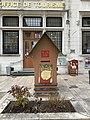 Boîte aux lettres du Père Noël devant l'office du tourisme à Belley (2019).jpg
