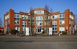 Bodenheim Am Kümmerling Fassade der Hausnummern 24–26 (Deutsche Umschlaggesellschaft Schiene Straße) 26.1.2017