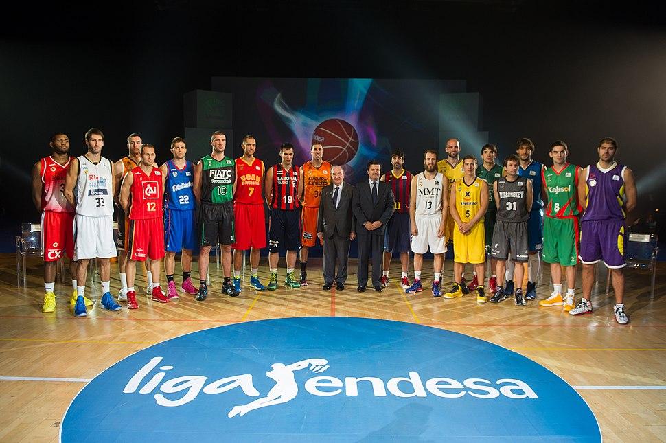 Borja Prado con las 18 estrellas de la Liga Endesa