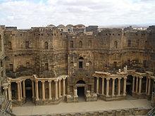 Il palcoscenico del teatro romano di Bosra, Siria.
