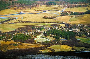 English: Braemar from the summit of Morrone Th...