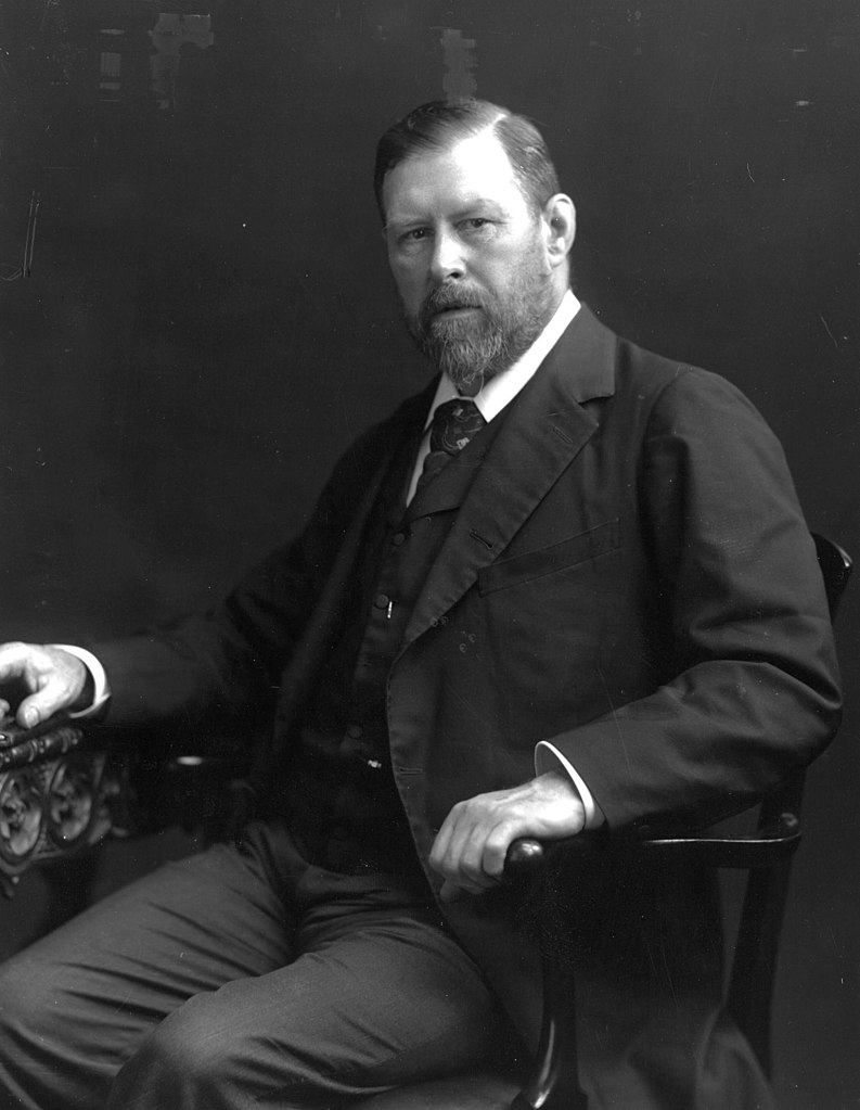 A photo of Bram Stoker, in 1906 wearing a suit