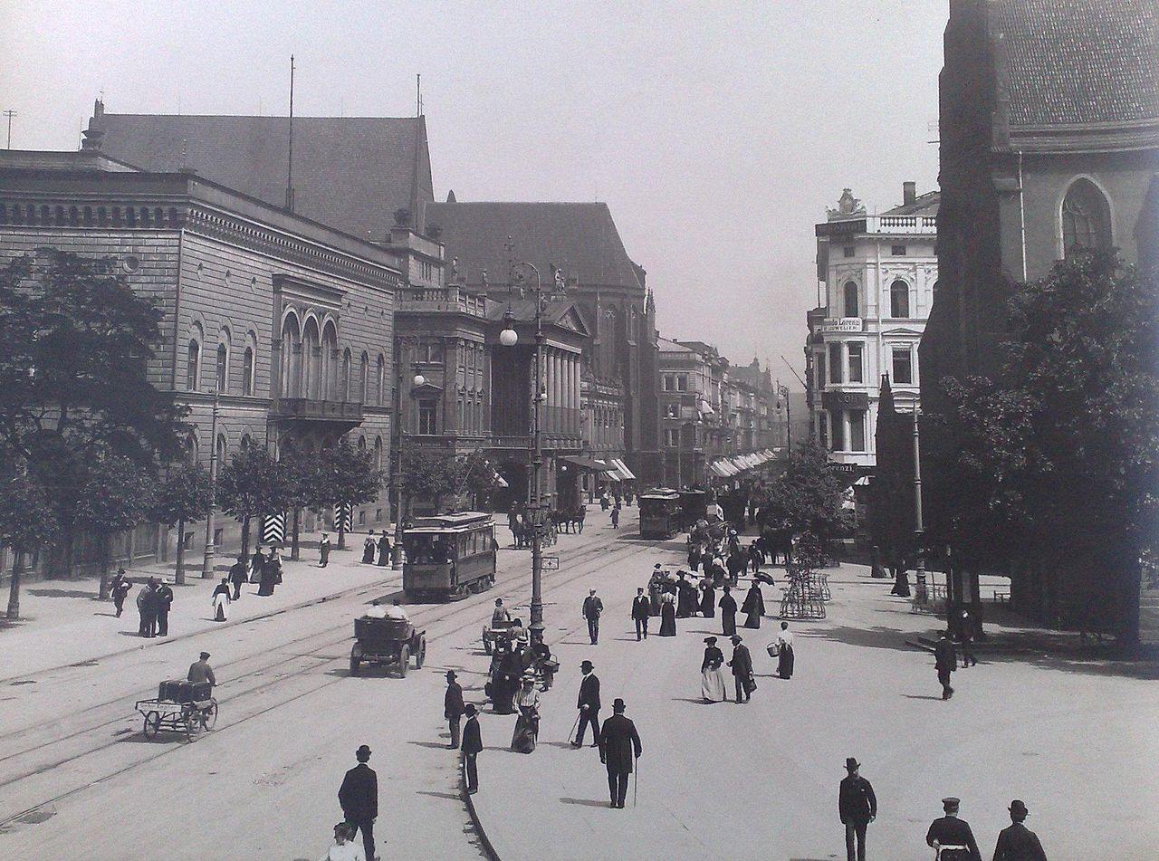 https://upload.wikimedia.org/wikipedia/commons/thumb/3/34/Breslau_Schweidnizer_Strasse_1906.jpg/1280px-Breslau_Schweidnizer_Strasse_1906.jpg
