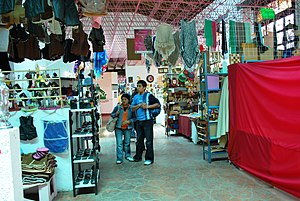 Mexican handcrafts and folk art - Crafts market at Villa del Carbón.