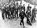 Bundesarchiv Bild 183-G1102-0003-001, Kiel, Novemberrevolution, Matrosenaufmarsch.jpg