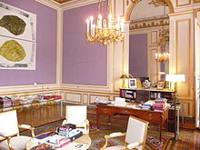 http://upload.wikimedia.org/wikipedia/commons/thumb/3/34/Bureau_Fr%C3%A9d%C3%A9ric_Mitterrand.jpg/220px-Bureau_Fr%C3%A9d%C3%A9ric_Mitterrand.jpg