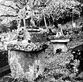 COLLECTIE TROPENMUSEUM Begraafplaats met waruga's te Sawangan TMnr 10016636.jpg