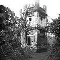 COLLECTIE TROPENMUSEUM De ruïne van het kraton Kaïbon TMnr 10005136.jpg