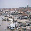 COLLECTIE TROPENMUSEUM Gezicht over Palembang aan de Musi rivier TMnr 20018417.jpg