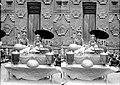 COLLECTIE TROPENMUSEUM Mannelijke (pedanda) en vrouwelijke priester (pedanda istri) in priesterornaat bij de uitoefening van hun functie Bali TMnr 10001217.jpg
