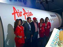 Tony Fernandes, CEO di AirAsia durante la presentazione della proposta versione ad alta densità del CS300, al Farnborough Airshow nel luglio 2012.