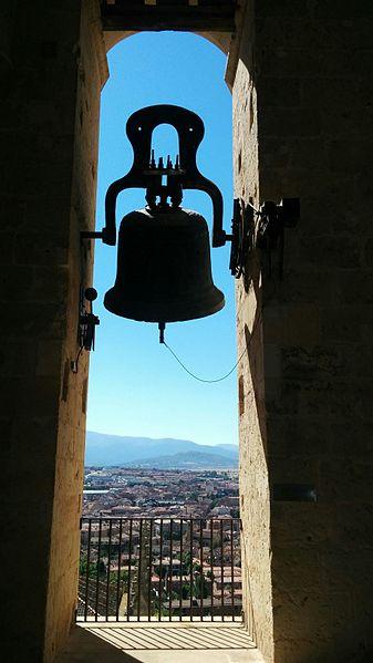 File:Campana de Santa María de la Paz de la catedral de Segovia.jpg