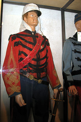Uniforme de capitaine de spahis sous le Second Empire (collections du Musée)
