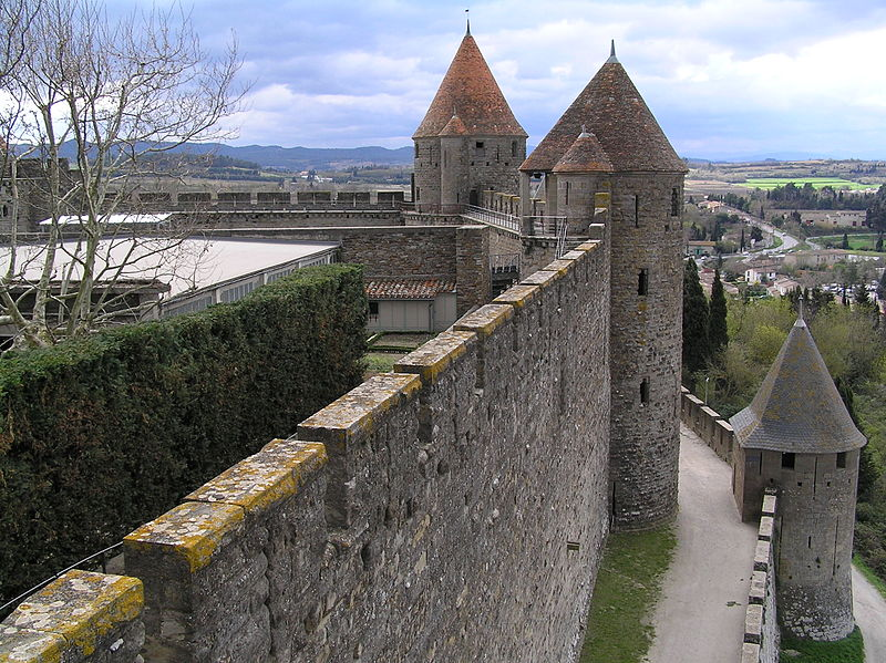 800px-carcassonne2c_city_walls_of_the_fortified_city.
