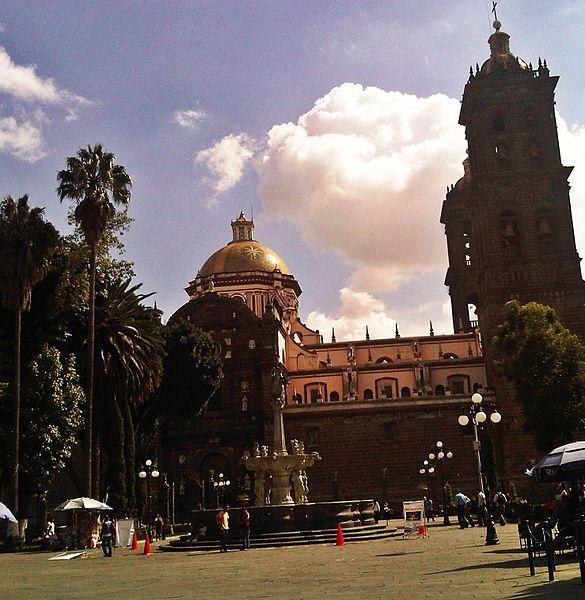 File:Catedral de Puebla 2013-09-19 01-24-32.jpg