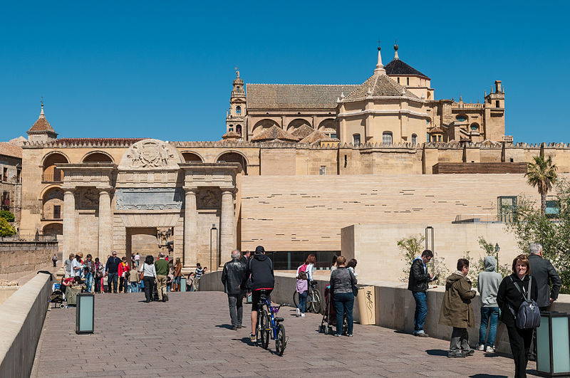 File:Cathedral–Mosque of Córdoba - view from the Roman bridge (6933162364).jpg