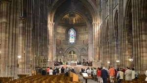 File:Cathedral Cathédrale Strasbourg - Messe.ogv