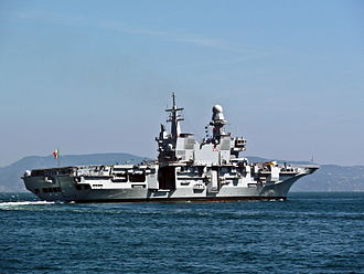 Italian aircraft carrier Cavour - Cavour maneuvering in the Gulf of Naples.