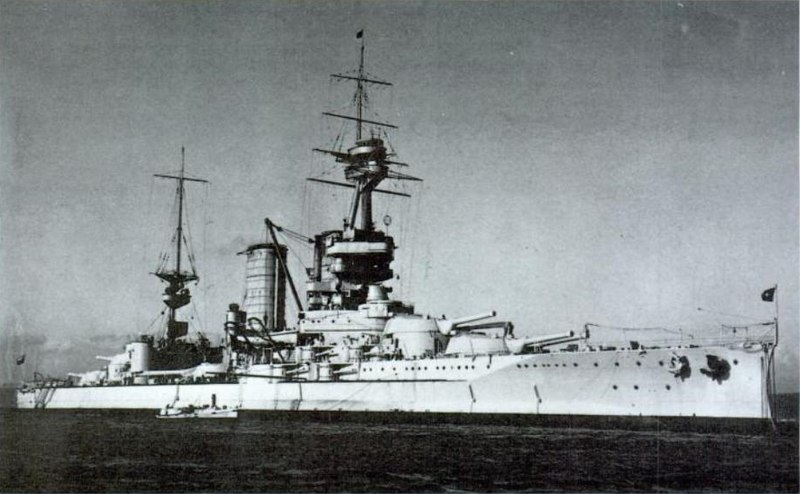 Archivo:Chilean battleship Almirante Latorre 1.jpg