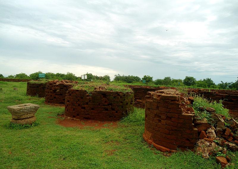File:Circular Stupas at Thotlakonda.JPG