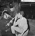 Circus Rudi Carrell, repetitie in Scheveningen de Mounties (links Piet Bamberge, Bestanddeelnr 916-5897.jpg