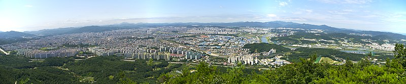 Cityscape of Daejeon from Gyejoksan.jpg