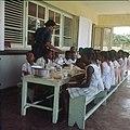Collectie Nationaal Museum van Wereldculturen TM-20030098 Schoolvoeding Sint Eustatius Boy Lawson (Fotograaf).jpg