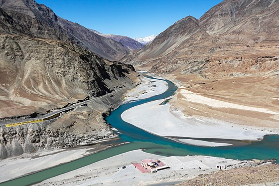 Confluence of Indus and Zanskar rivers. The Indus is at the left of the picture, flowing left-to-right; the Zanskar, carrying more water, comes in from the top of the picture. Confluence of Indus and Zanskar rivers.jpg