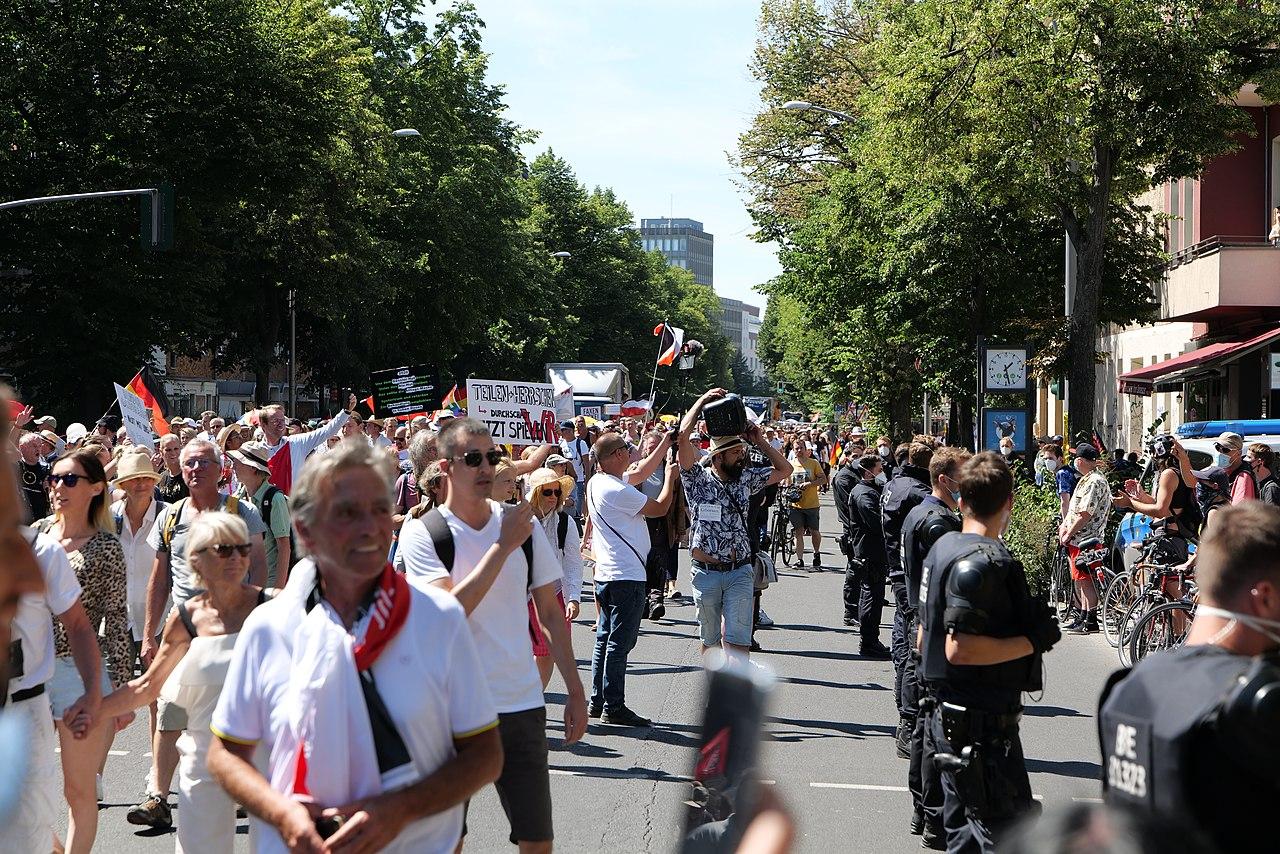 Conspiracy theorist protest Berlin 2020-08-01 108.jpg