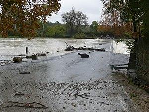 Villetelle - The Vidourle river submerges the bridge between Aubais et Villetelle