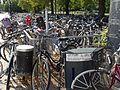 Cykelparkering med luftpump vid resecentrum i Västerås.jpg