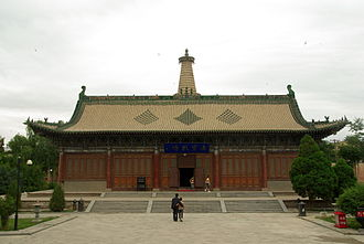 Zhangye - Image: Dafosi This hall contains the largest reclining wooden Bhudda in China