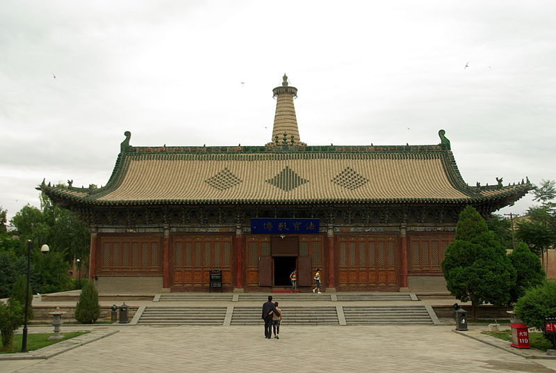 Dafosi - This hall contains the largest reclining wooden Bhudda in China.JPG