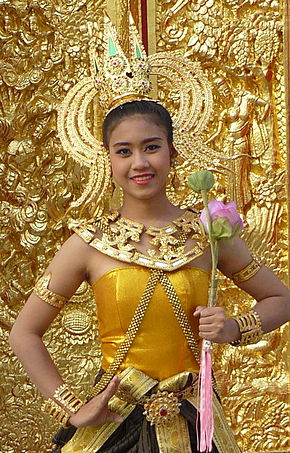 Dancing art Thai ancient show in the Wat Phra Thaen Sila At fair 01.jpg