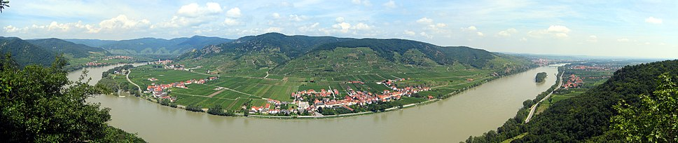 Dürenstein, far left, lies on the end of the mountain promontory that extends to the river bank. The Danube river (flowing left to right) curves around the promontory, passes the Loiben plain (with Oberloiben and Rossatz to the left and Unterloiben to the right) to Stein and Krems, on the far right. The bridge across the river at Krems had been destroyed. The curve of the river around the promontory meant the French, in Dürenstein, did not have a direct line of sight from one end of the battlefield to the other. The battle occurred on this plain, between Dürenstein and Krems.