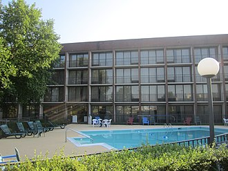 Murder of Selena - An example of a Days Inn motel with a pool area, similar to the one in Corpus Christi Selena ran past after she was shot