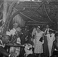 De koningin met dansers in Moengotapoe, Bestanddeelnr 252-4468.jpg
