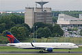 Delta Air Lines Boeing 757-2Q8; N704X@CDG;09.07.2011 605fw (5939832644).jpg