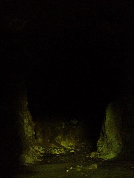 File:Devetashka cave 037.jpg
