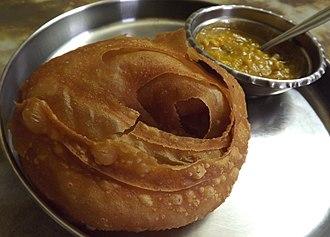 Paratha - Image: Dhakai Paratha with Bengal Gram
