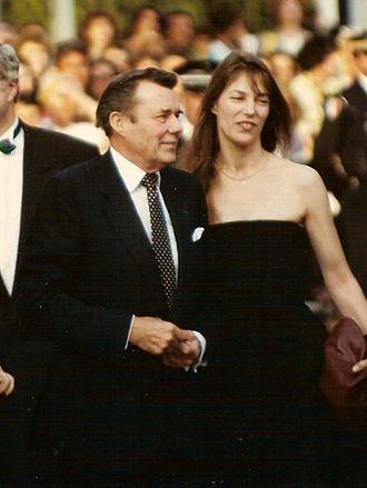 Dirk Bogarde - Bogarde with Jane Birkin, co-star in Daddy Nostalgie at the 1990 Cannes Film Festival