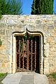 Domme, Gartentor, gotische Einfassung.JPG