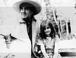 Dragonsky with his daughter 1971.jpg