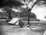 ETH-BIB-Zelt und Feuerstelle im Camp Serengeti-Kilimanjaroflug 1929-30-LBS MH02-07-0500.tif