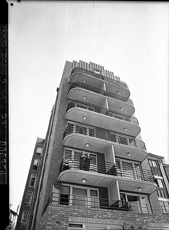 """Elizabeth Bay, New South Wales - The art-deco Edgewater apartments, known as the """"Edgewater flats"""", in 1937."""