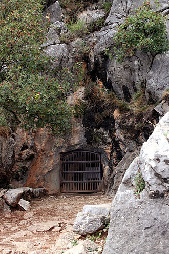 Benaoján - Entrance to the cave