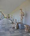 Escultures a l'exterior del museu arqueològic d'Olímpia.JPG